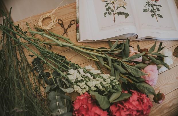 Como hacer un arreglo floral en casa